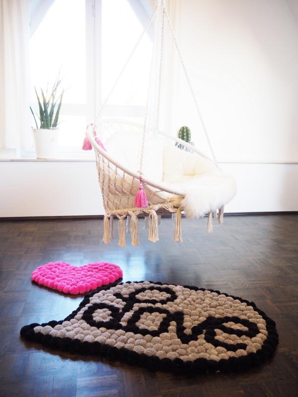 """Pompom-Rug """"Love"""""""