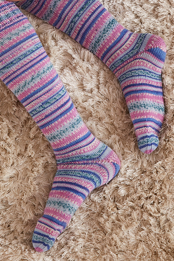 Knitted stockings with a boomerang heel